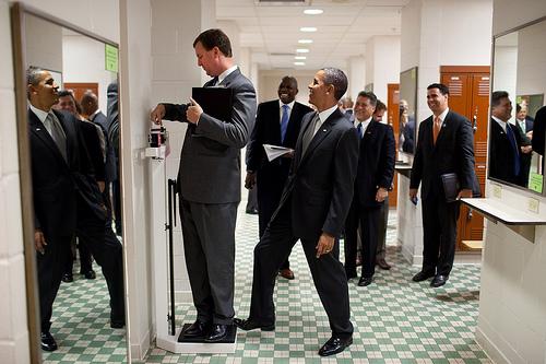 Il presidente Obama scherza con Marvin Nicholson