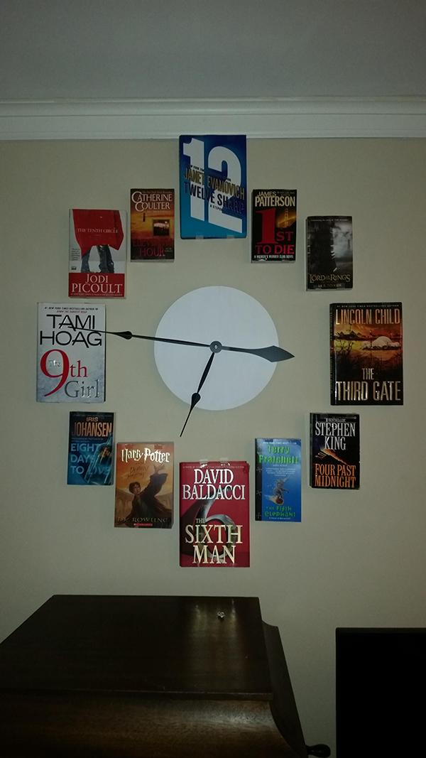 Un orologio fatto di libri