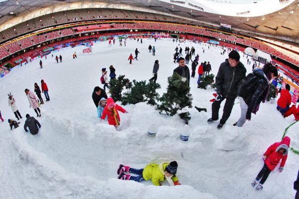 Lo stadio olimpico di Pechino innevato