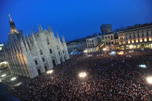 Piazza Duomo in festa per Pisapia