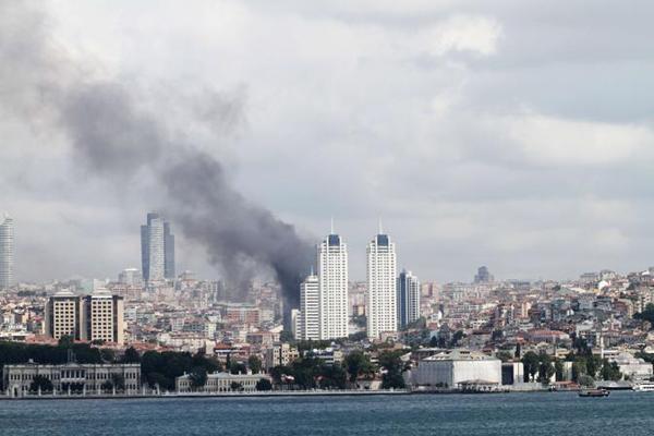 Brucia la Polat Tower a Istanbul