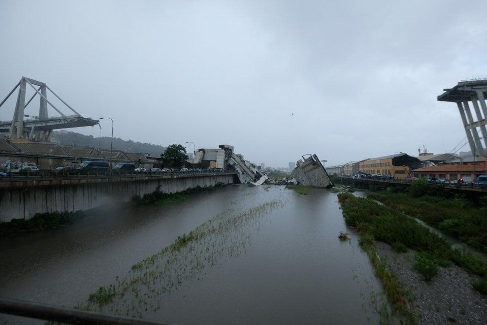 Il viadotto Polcevera crollato