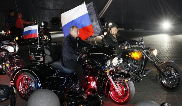 Putin tra i Lupi della Notte