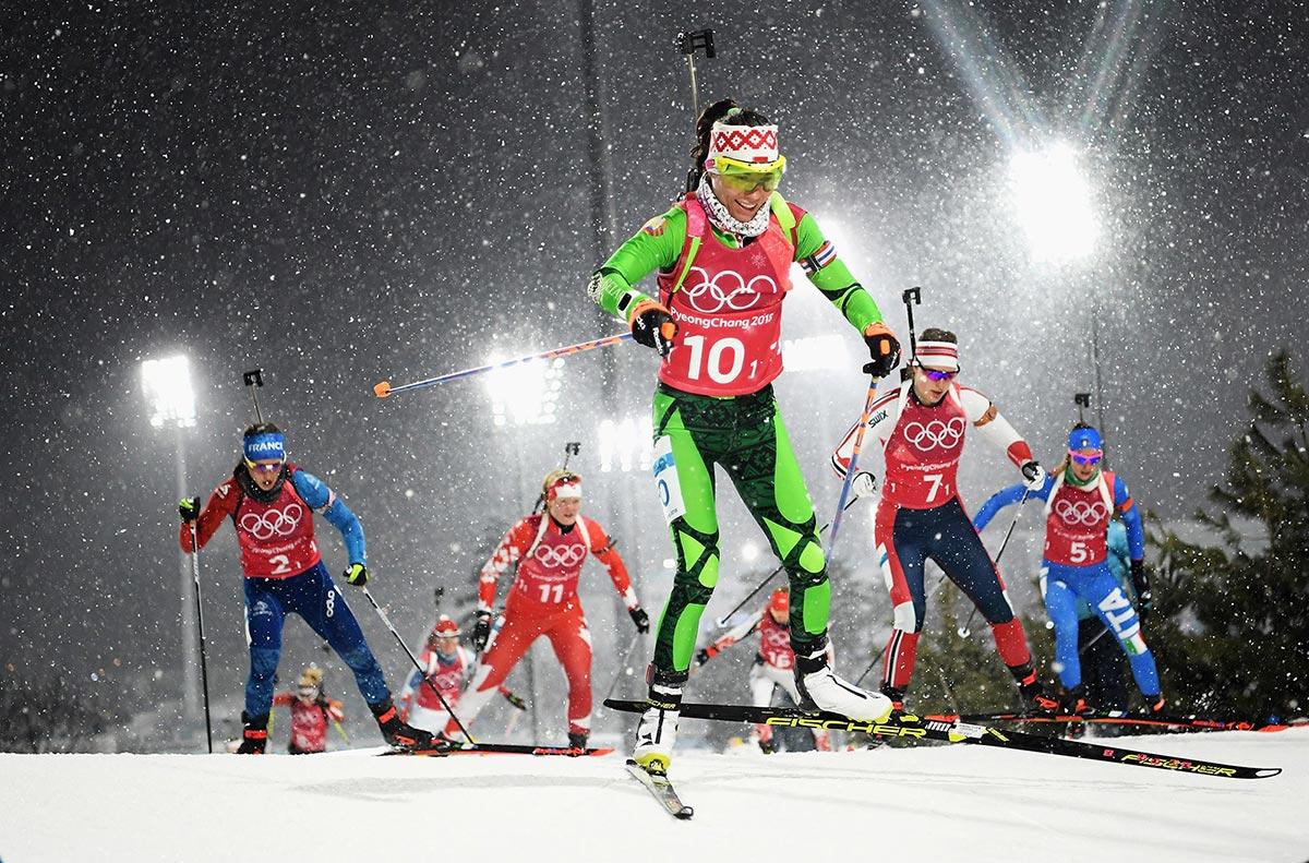 Un gruppo di atlete durante la gara di biathlon a PyeongChang 2018