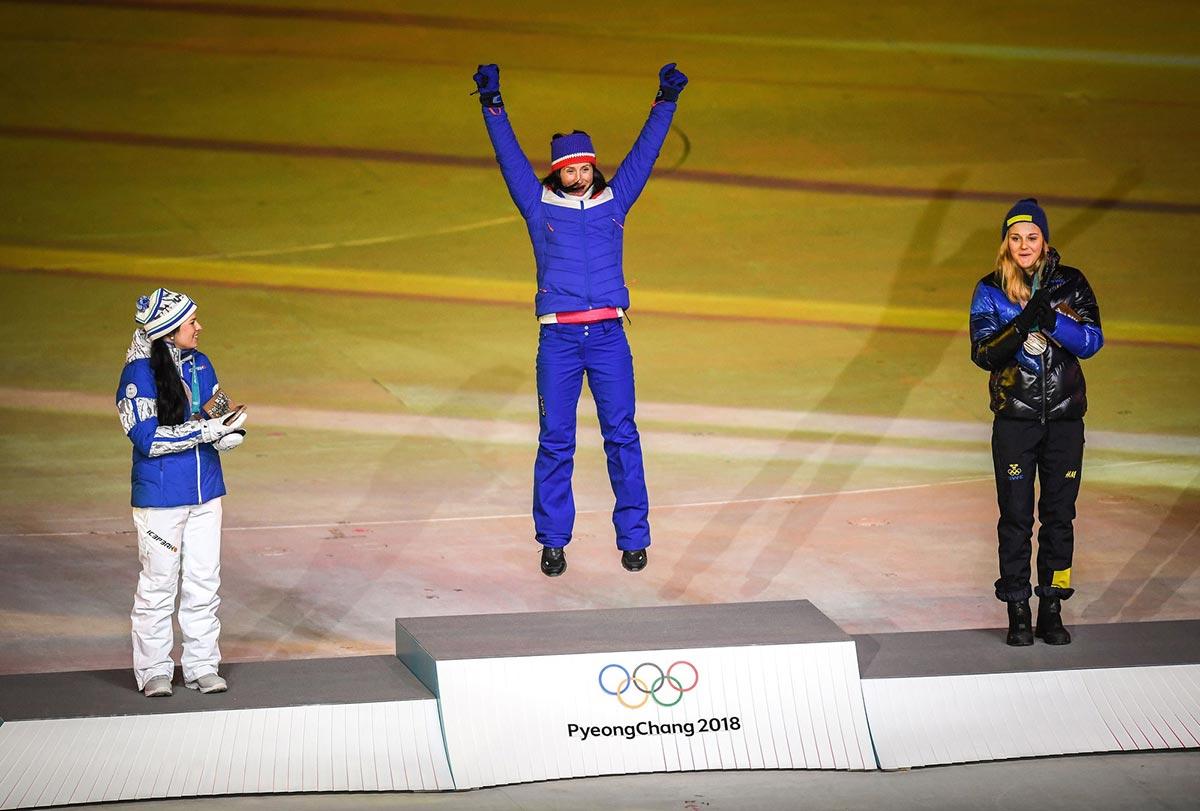 Marit Bjørgen, la più vincente atleta dei Giochi Olimpici invernali, sul podio di PyeongChang 2018