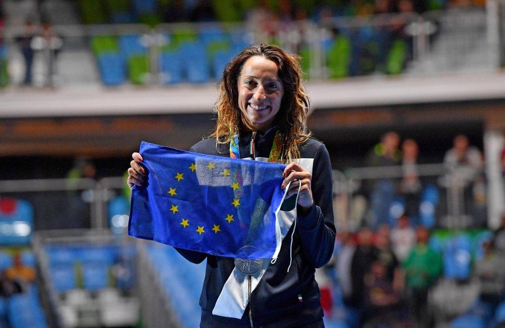 Elisa Di Francisca con la bandiera europea ai Giochi Olimpici di Rio 2016