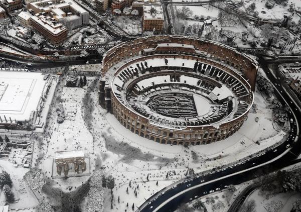 Il Colosseo sotto la neve