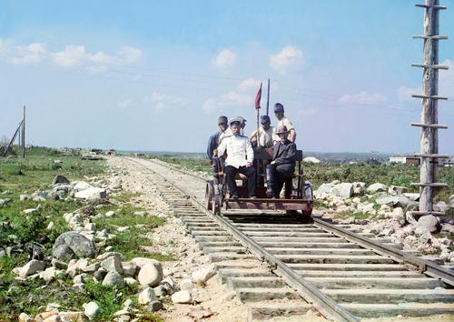 La ferrovia di Murmansk lungo il lago Onega vicino a Petrozavodsk nel 1910