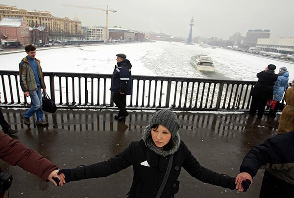 Una catena umana contro Putin a Mosca