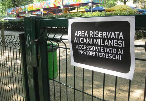 Milano, i cartelli anti-Salvini per i posti riservati