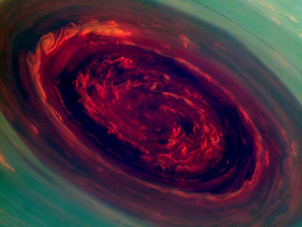 L'uragano gigante su Saturno