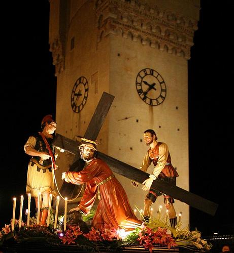 La Processione del Venerdì Santo sotto la Torretta a Savona