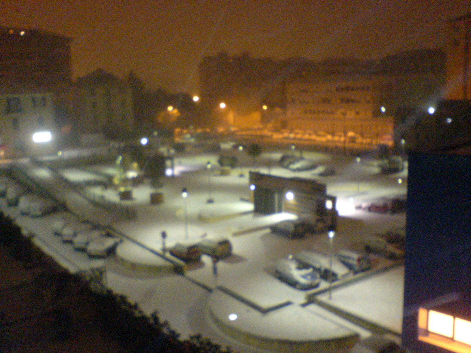 Savona di notte ricoperta da un manto di neve