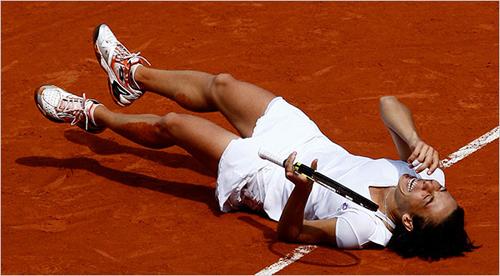 Francesca Schiavone festeggia la vittorio al Roland Garros