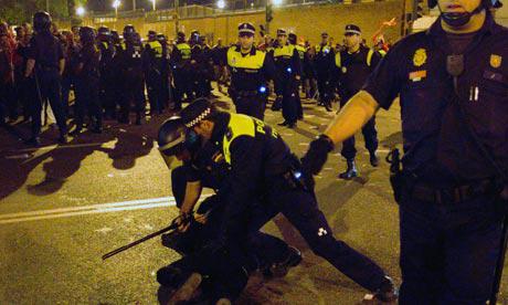 Manifestanti e polizia a Madrid