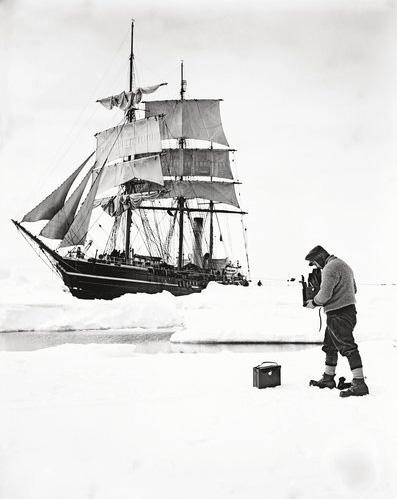 Herbert Ponting fotografa il Terra Nova
