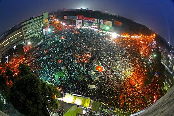 Le proteste a Dhaka dei Projonmo Chottor