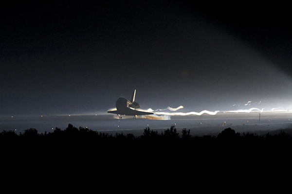 Lo Space Shuttle Atlantis atterra per l'ultima volta