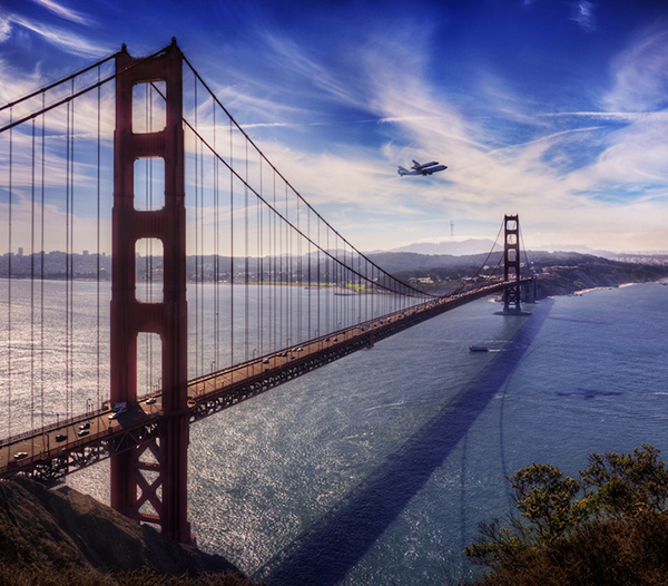 Lo Space Shuttle Endeavour sul Golden Gate