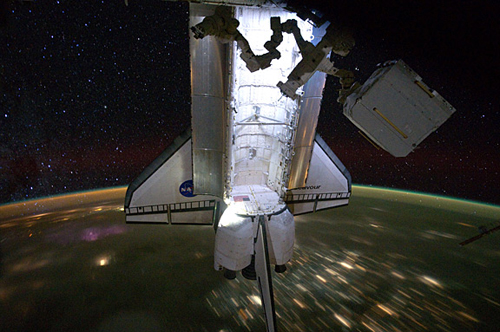 Lo Space Shuttle Endeavour attraccato alla ISS