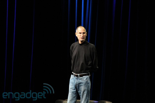 Steve Jobs sul palco dello Yerba Buena Center