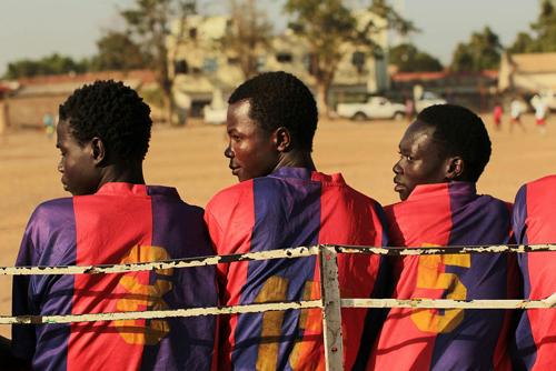 Giocatori di calcio in anchina a Juba nel Sudan del Sud