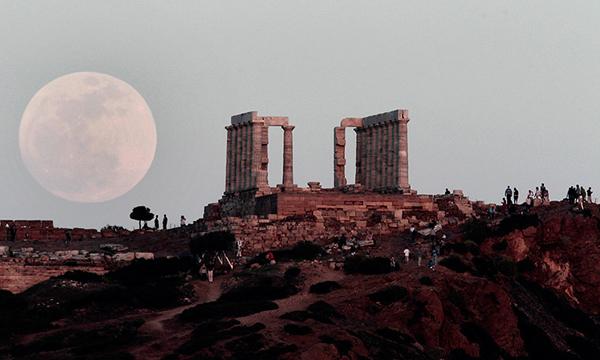 La Superluna ad Atene