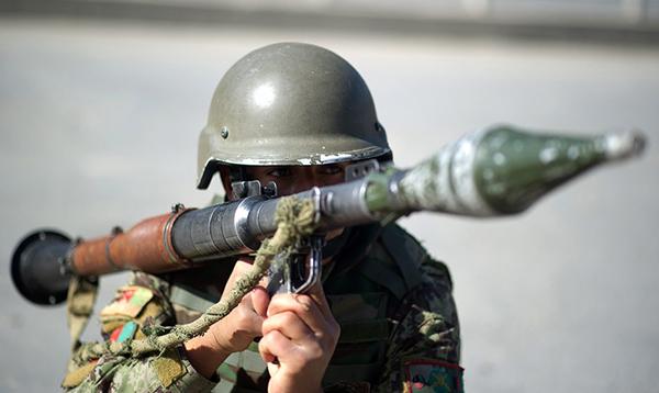 Un soldata afghano con lanciagranate