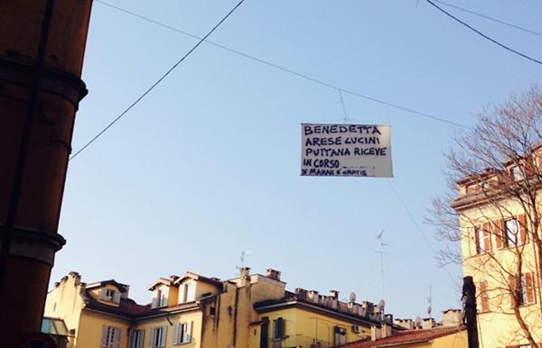 Lo striscione sessista contro la manager di Uber a Milano