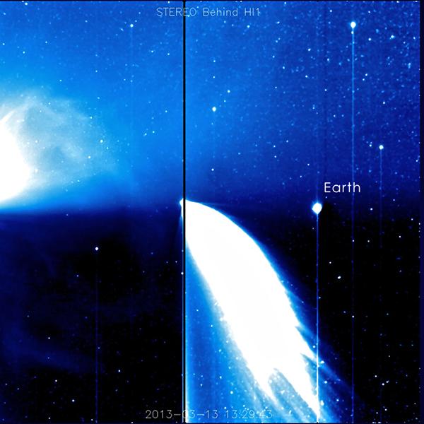 La Terra e una cometa riprese dalla sonda STEREO-B