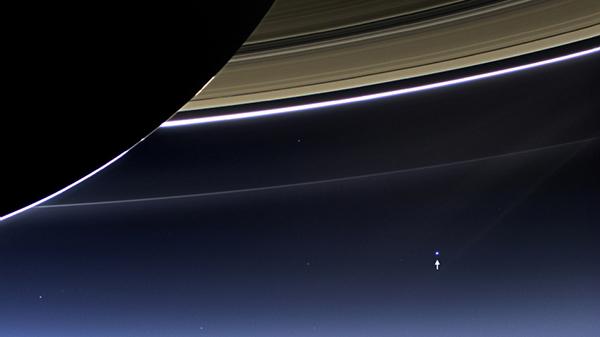 La Terra ripresa da Cassini in orbita attorno a Saturno