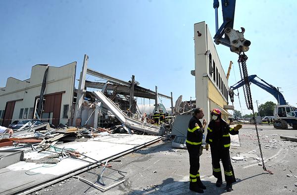 Capannoni distrutti dal terremoto in Emilia Romagna