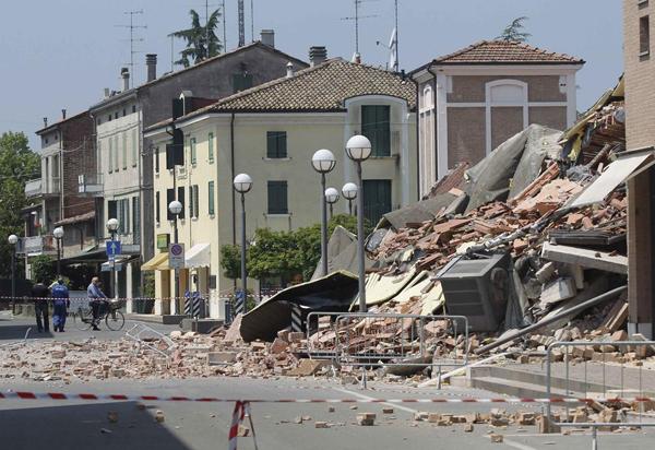 I danni del terremoto a Cavezzano