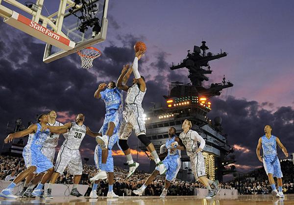La NCAA sul ponte della USS Carl Vinson