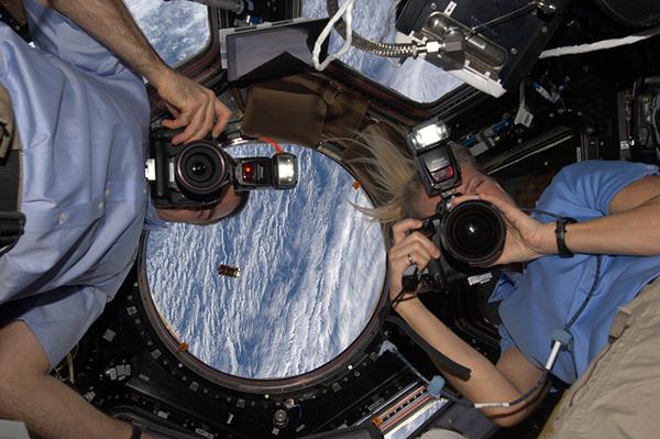 All'interno della Cupola della ISS
