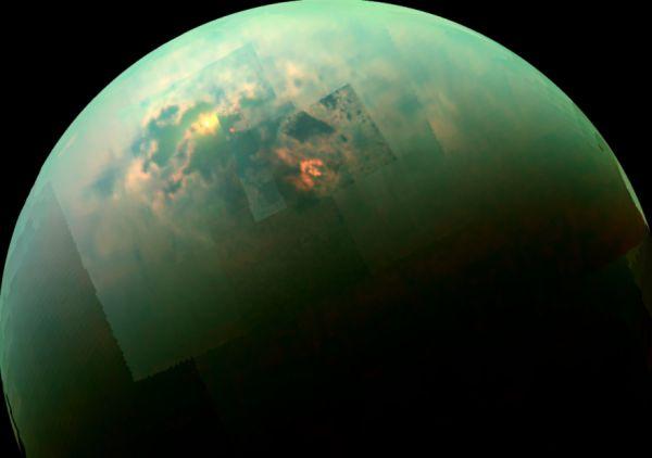 Il Sole si riflette sui mari di Titano