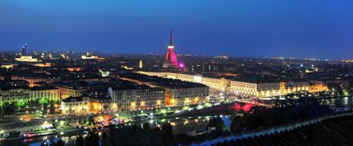 La Mole di Torino in rosa