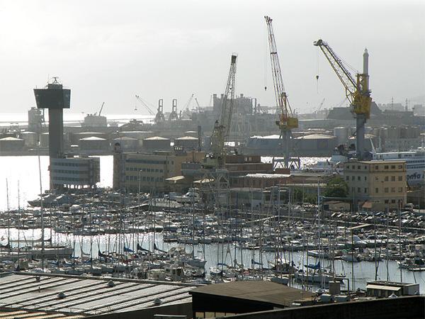 La torre di controllo del porto di Genova