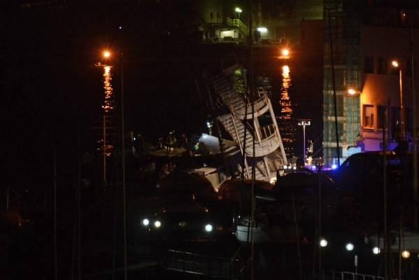 Resti della torre di controllo del porto di Genova