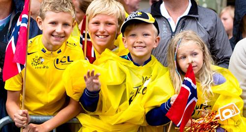 Bambini in maglia gialla