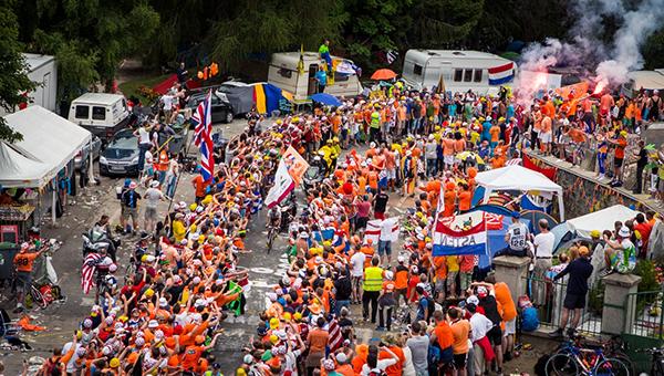 Il tornante degli olandesi sull'Alpe d'Huez