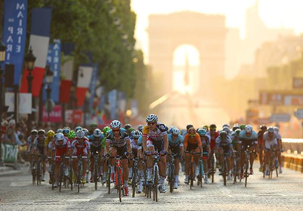 Il Tour 2013 a Parigi di sera