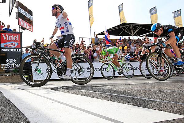 Cavendish taglia il traguardo per primo al Tour 2013