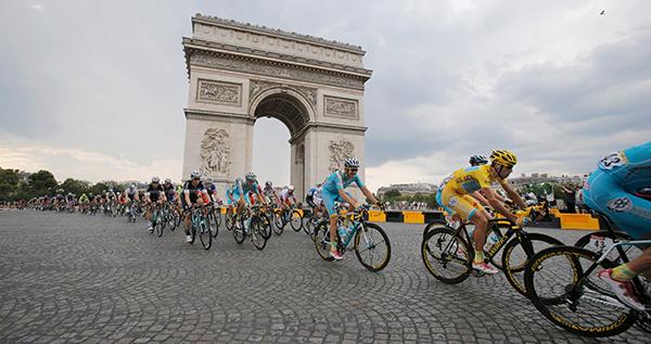 Nibali in maglia gialla a Parigi al Tour 2014