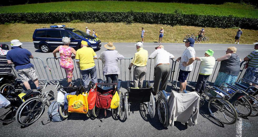 Tifosi e sedie a rotelle al Tour 2015