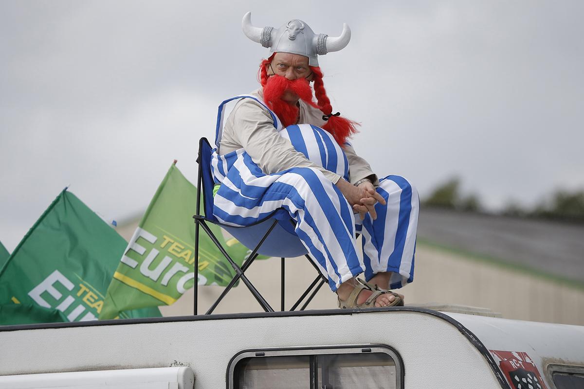 Tifoso vestito da Asterix al Tour 2015