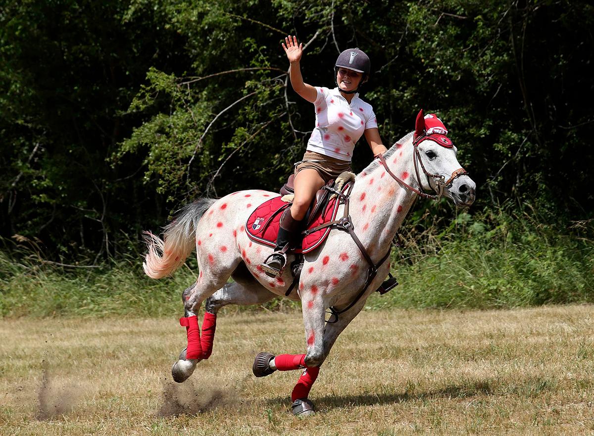 Tifosa a cavallo al Tour 2015