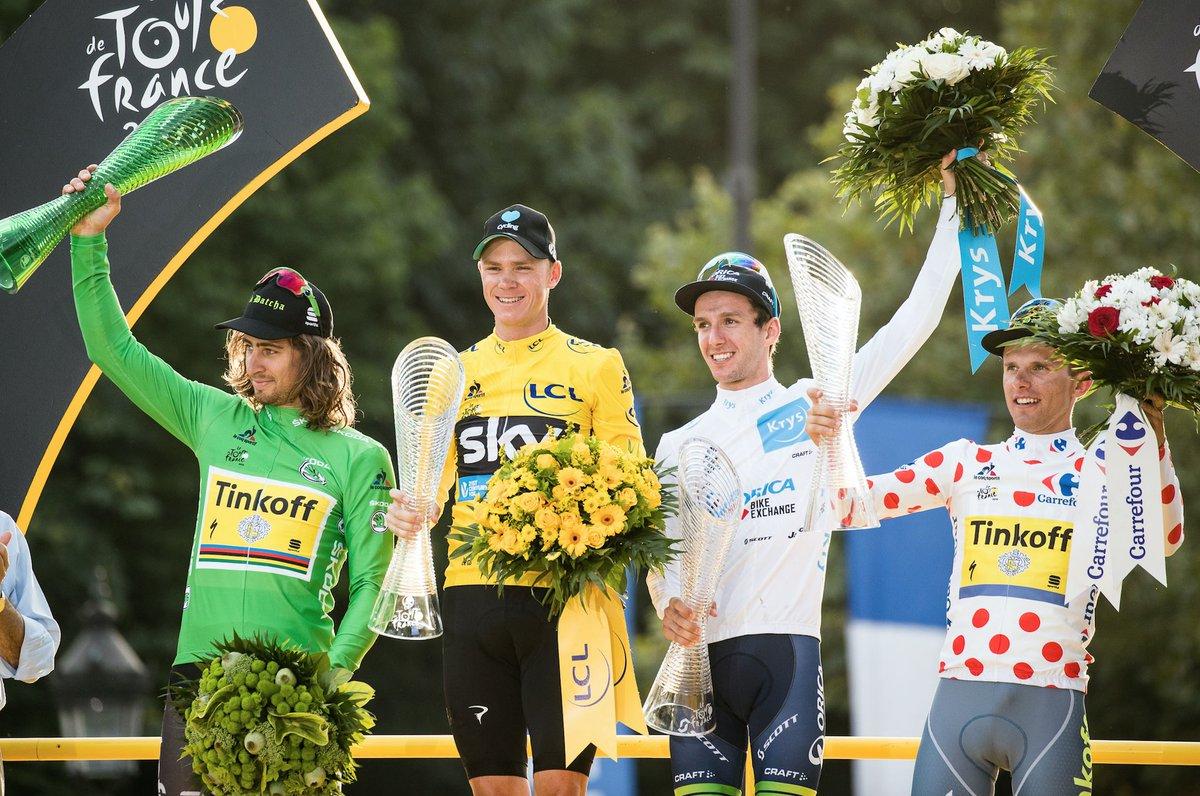 Froome sul podio del Tour 2016 assieme alle altre maglie