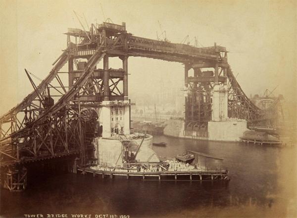 La costruzione del Tower Bridge