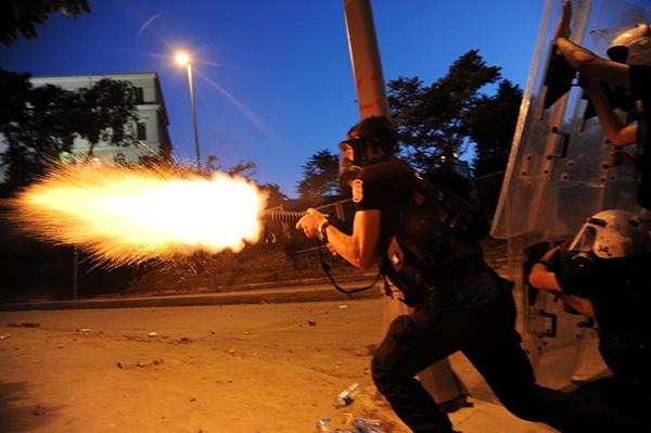 La polizia turca spara ai manifestanti